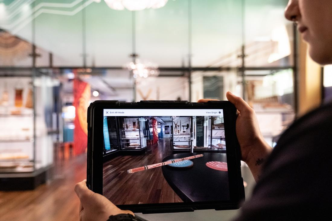 Using iPad to bring objects to life through augmented reality